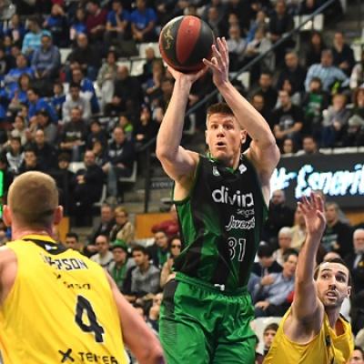 Luke Harangody contra l'Iberostar Tenerife / David Grau