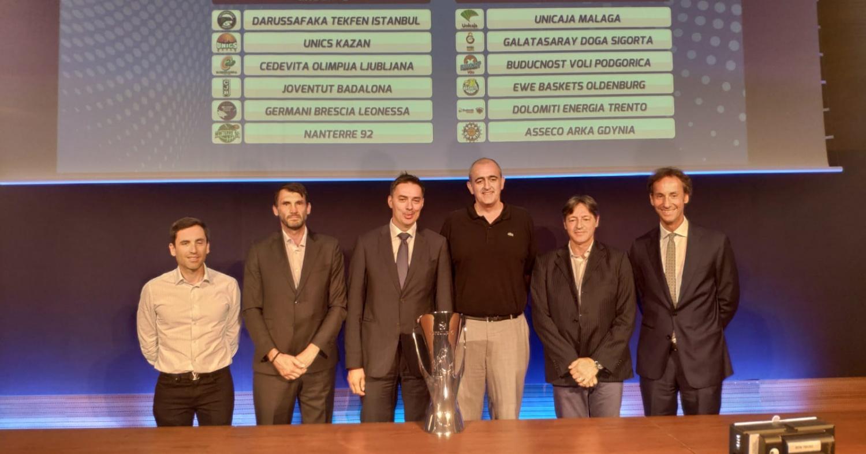 El presidente Juan Antonio Morales, junto a los representantes de nuestros rivales en la EuroCup