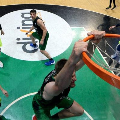 Esmaixada de Conor Morgan contra el Barça Lassa / Foto: David Grau