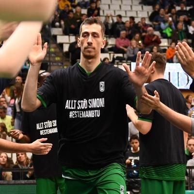 José Nogués amb la samarreta de suport a Simon Birgander / Foto: David Grau