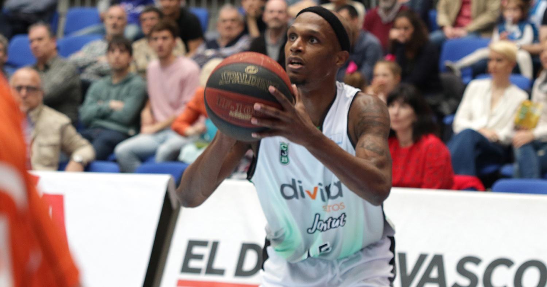Thaddus McFadden, en acción de tiro / ACB Photo: U. Murillo