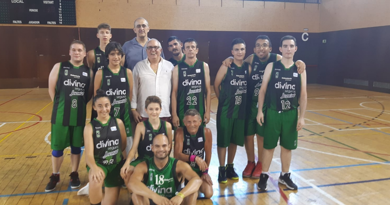 L'equip de bàsquet unificat, amb el president Juan Antonio Morales