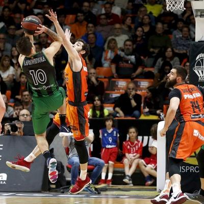 Nico Laprovittola contra el Valencia Basket