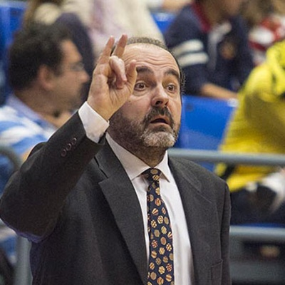 Trifón Poch, dirigint un partit / ACB Photo: A. Pérez