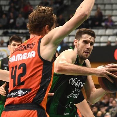 Xabi López-Arostegui contra el Valencia Basket / Foto: David Grau