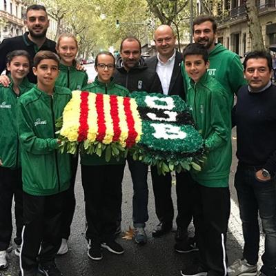 El Club Joventut Badalona hace la ofrenda al monumento de Rafael Casanova