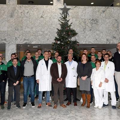 La expedición del Club Joventut Badalona, en el Hospital Germans Trias i Pujol / Foto: David Grau