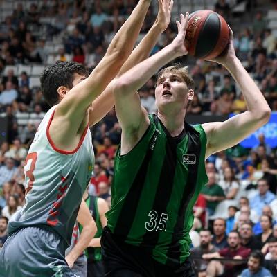 Simon Birgander, contra el San Pablo Burgos / Foto: David Grau
