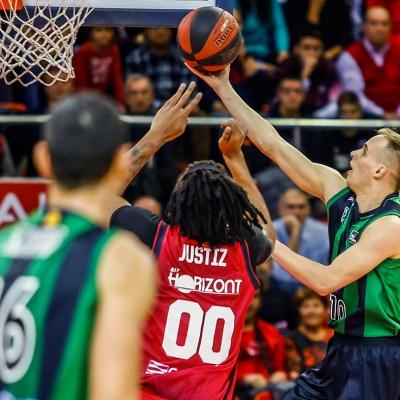 Klemen Prepelic contra el Casademont Zaragoza / ACB Photo: E. Casas