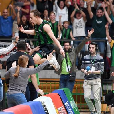 Klemen Prepelic celebra el triple de la victoria / Foto: David Grau