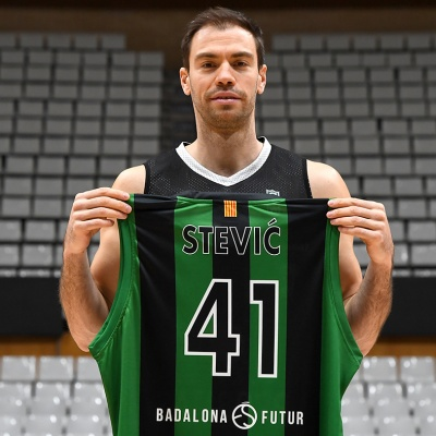 Oliver Stevic, con su nueva camiseta del Club Joventut Badalona