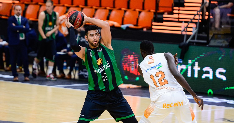 Kerem Kanter, contra el Baskonia / ACB Photo