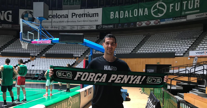 Nikos Zisis, a l'Olímpic amb la bufanda de