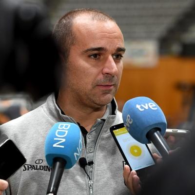 Carles Duran atén els mitjans de comunicació / Foto: David Grau