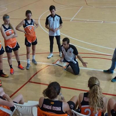 Jordi Guarch, dando indicaciones a las jugadoras de su equipo