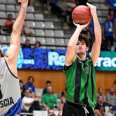Pep Busquets contra el Brescia Leonessa / Foto: David Grau