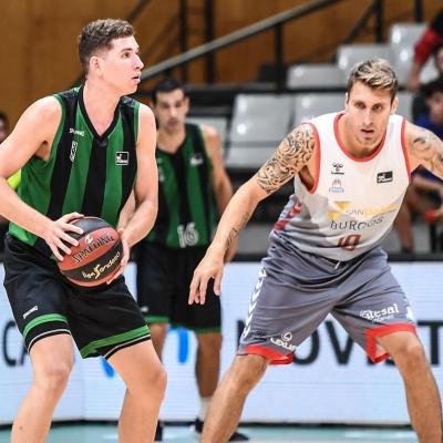 Joel Parra contra el San Pablo Burgos / Foto: David Grau