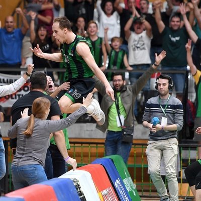 Klemen Prepelic celebra el triple de la victòria / Foto: David Grau