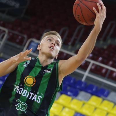Arturs Zagars contra el BAXI Manresa / Foto: M.A. Chazo / FCBQ
