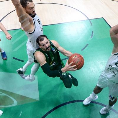 Pau Ribas, en una acció contra el Partizan