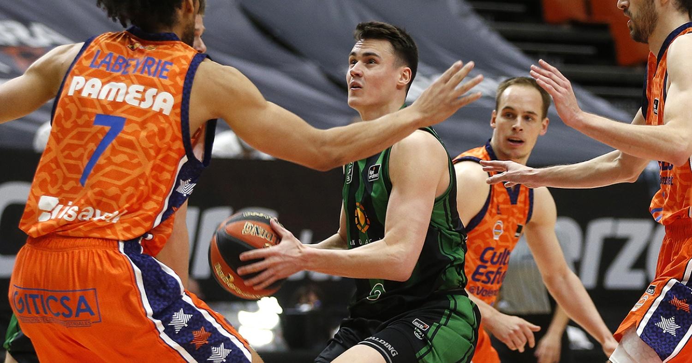 Neno Dimitrijevic, en una acció del partit / Miguel Ángel Polo - Valencia Basket