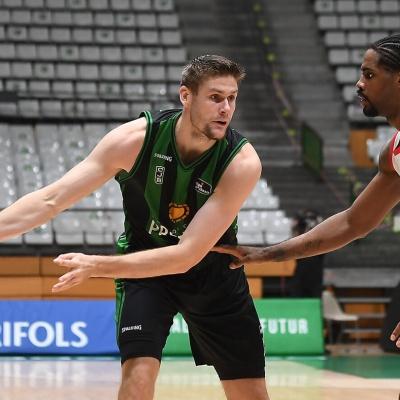 Conor Morgan contra el RETAbet Bilbao Basket