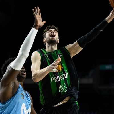 Ante Tomic, en una acció del partit / ACB Photo:  J.Pelegrín